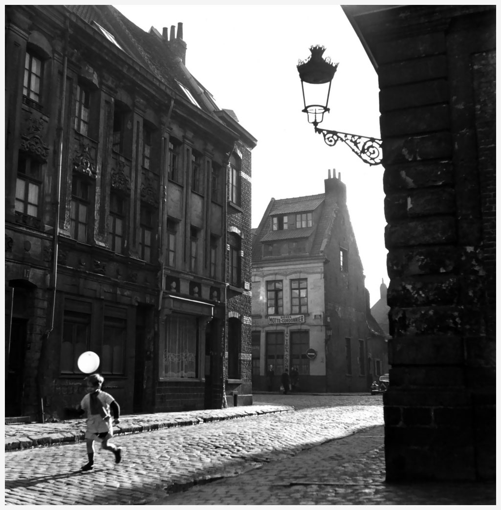 an-old-district-of-lille-france-in-1951-photo-robert-doisneau