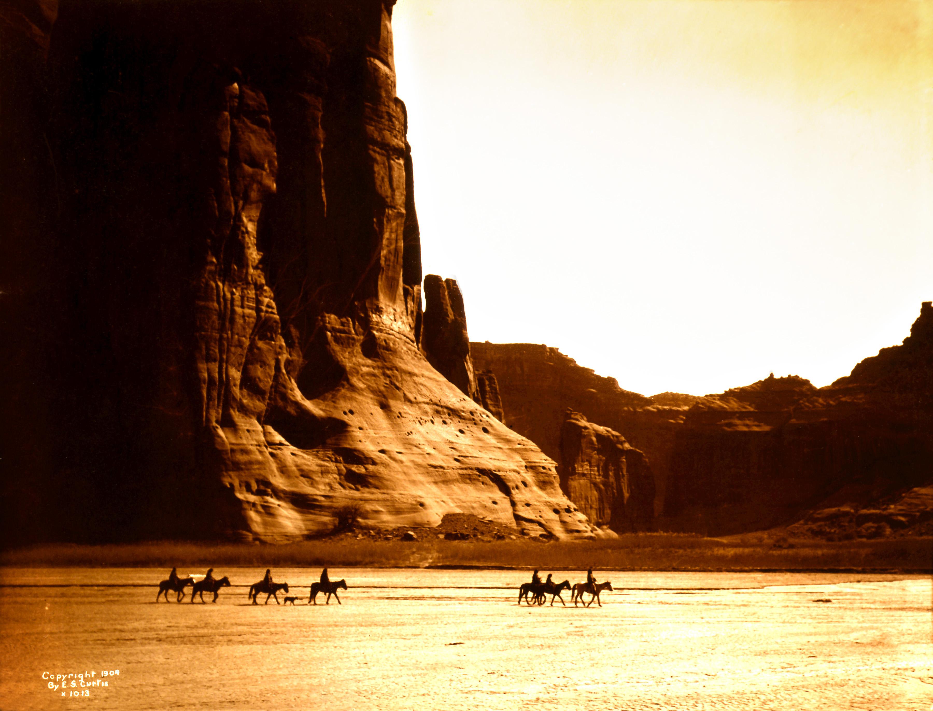 Edward_S._Curtis,_Canyon_de_Chelly,_Navajo,_1904
