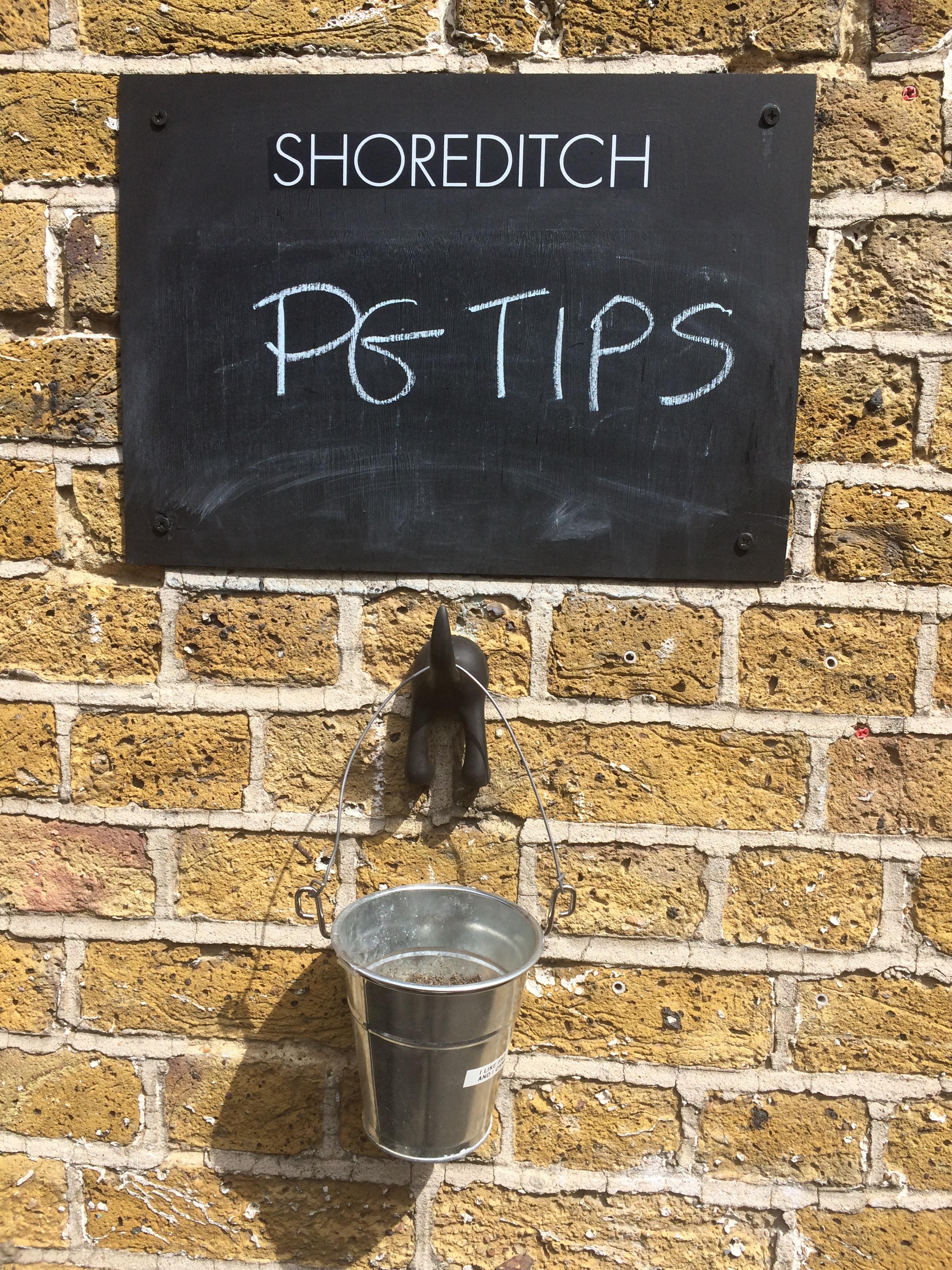 PG tips Shoot 'Sign'