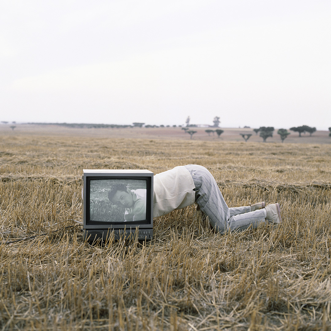 'Looking Through Tv' Portugal, Matsuda,1992, ©geof kern